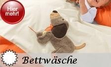 Sterntaler Bettwäsche gibt es in zwei Größen. Die Baby Bettwäsche mit einem Deckenbezug ( 80x80cm ) und Kissenbezug mit Einschlag ( 40x35cm ), die sich hervorragend als Stubenwagen Garnitur eignet, gibt es zu jeder Sterntaler Motiv-Serie auch die passende Kinderbettwäsche. Der Deckenbezug mißt hier 100x135cm und der Bezug fürs Kissen 40x60cm. Aufwändige Applikationen des jeweiligen Motivs machen diese Bettwäschen zu etwas Besonderem.